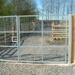 Mesh deer gate with fencing