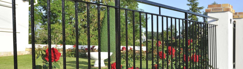 metal-decorative-railings