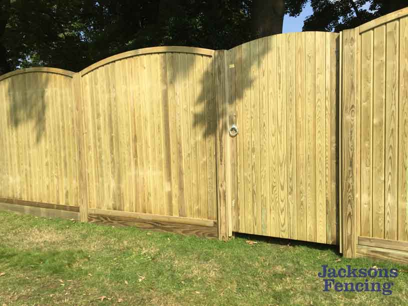 Convex tongue and groove wooden fencepanels